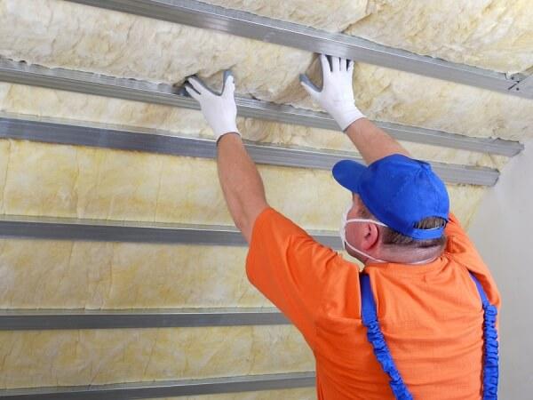 attic-contractor-providing-insulation